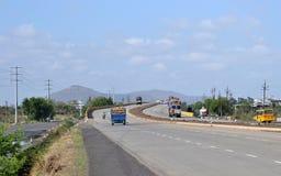 Tunga medel på den nationella huvudvägen av Indien Royaltyfria Foton