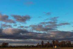 Tunga solnedgångmoln Fotografering för Bildbyråer