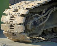 Tunga spår av en konstruktionsmaskin Arkivbild