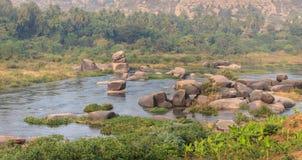 Tungabhadra-fiume che attraversa un Hampi fotografie stock libere da diritti
