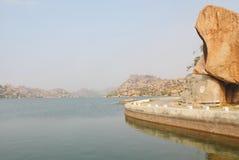 Tungabhadra flod, Hampi, Indien Royaltyfria Foton