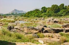Tungabhadra rzeka w Hampi, India zdjęcia stock