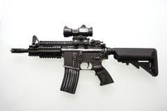 tungt använt militärt gevär m16 Arkivbilder