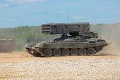 Tungt eldkastaresystem TOS-1 Arkivfoto