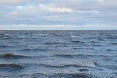 tungt hav och moln fotografering för bildbyråer