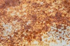 Tungt korrugerad r?daktig textur f?r metallplatta arkivfoton