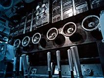Tungt maskineri ombord en ubåt royaltyfri fotografi