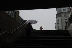 TUNGT REGNIGT VÄDER I DEN BERLIN TYSKLAND Arkivfoton