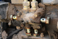 tungt reparera för utrustningmekaniker som är hydrauliskt royaltyfri bild
