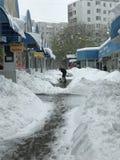 Tungt snöfall slår Chisinau i mitt av våren royaltyfria bilder