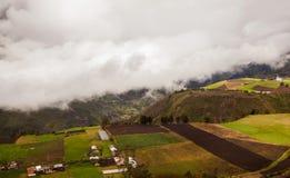 Tungurahua-Explosion im August 2014 Mitte des Tages, Ecuadoriandorf lizenzfreie stockfotos