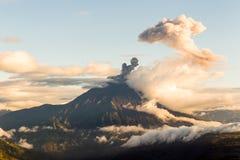 Tungurahua Volcano Ash Blast Wide Angle imagen de archivo libre de regalías