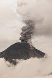 Tungurahua Volcano Fiery Eruption immagini stock libere da diritti