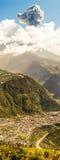 Tungurahua wulkan I miasto Banos De Agua Santa Zdjęcia Royalty Free