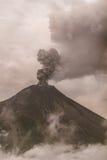 Tungurahua wulkan Otaczający W chmurach popiół I dym Pełno Obrazy Stock