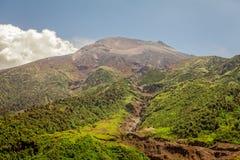 Tungurahua wulkan Pod błękitem I Jasnym niebem Fotografia Stock