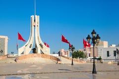 Tunis-Hauptplatz. Touristenattraktionsmarkstein mit den Monumenten Stockfoto