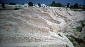 TUNIS, TUNESIË 1972: Romein zoals colloseumruïnes reist achieolical hisotric plaats stock footage
