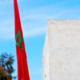 tunisia falowania flaga w niebieskiego nieba colour battlements wa i ilustracji