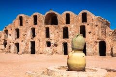 tunisia Medenine som förr stärkt, var fragmentghorfasgranaries inom ksar lokaliserad för medeninen mestadels nu gammal för lager  Arkivfoto