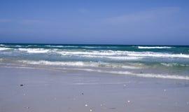 Tunisien, sandig strand och hav som är bra för fritid royaltyfria bilder