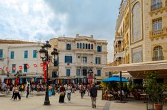 Tunisien Tunis September 17, 2016 Byggnader på Victory Square i Tunis arkivbild