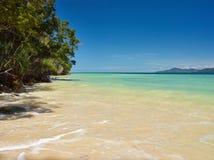 Tunku Abdul Rahman National Park, plage de sable du Bornéo, île de la Malaisie - du Mamutik images libres de droits
