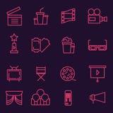 Tunn linje symbolsuppsättning av bioskytte, filmdanande, filmproduktion, fritidunderhållning, Royaltyfri Bild