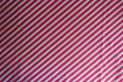 Tunna diagonala rosa färgband på tyg Royaltyfri Bild
