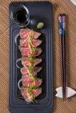 Tunna skivor av Kobe Beef royaltyfria foton