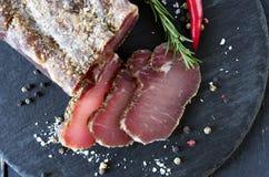 Tunna stycken av kött Tunt skivad fjant royaltyfri foto