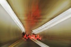 Tunnel-Anblick u. flammende Drehzahl Lizenzfreie Stockfotos