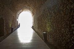 Tunnel antico sotto Roman Circus a Tarragona fotografia stock libera da diritti