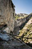 Tunnel auf Gebirgsfluss Borosa Lizenzfreies Stockfoto