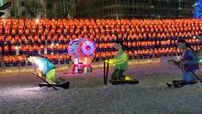 Tunnel av apelsin- och blåttlyktor på den södra Korea's Jinju Namgang Yudeung festivalen Arkivbild