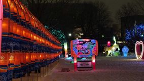 Tunnel av apelsin- och blåttlyktor på den södra Korea's Jinju Namgang Yudeung festivalen Arkivfoton