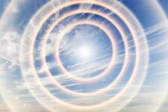 Tunnel av ljus in mot himmel, sol royaltyfri fotografi