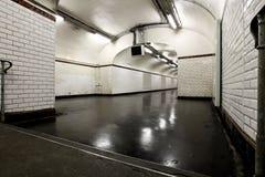 Tunnel belichtet mit Neon Stockfotografie