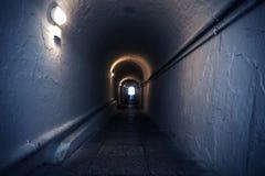 Tunnel blu scuro Fotografie Stock