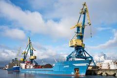 TUNNEL-BOHRWAGEN Schiff der gemischten Ladung im Hafen von Wismar lizenzfreies stockfoto