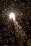 Tunnel con luce all'estremità Fotografia Stock