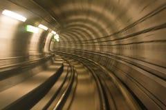 Tunnel de métro, mouvement brouillé Images stock