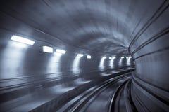 Tunnel de métro, mouvement brouillé Photographie stock libre de droits