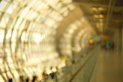 Tunnel de marche abstrait de tache floue Photo stock