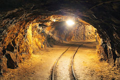 Tunnel de mine souterraine, industrie minière Photo stock