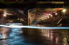 Tunnel de nuits sur la longue exposition Photographie stock libre de droits