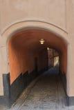 Tunnel in de oude stad Royalty-vrije Stock Afbeeldingen