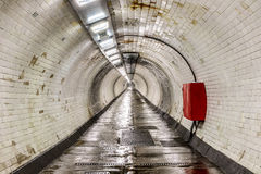 Tunnel de pied de Greenwich sous la Tamise Photos stock