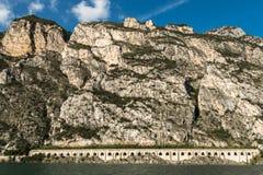 Tunnel de route par la montagne Images libres de droits