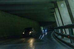 Tunnel de voiture dans les Alpes avec le trafic approchant, Autriche photos libres de droits